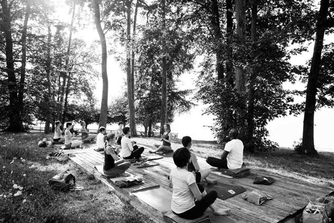Yoga au parc de Corzent